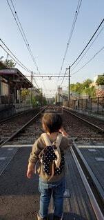 空,屋外,駅,線路,景色,子供,人,未来,遊び,鉄道,成長,人生,都電,レール