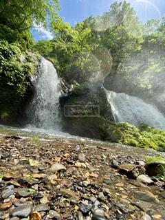 自然,屋外,水面,山,滝,樹木,岩,地面