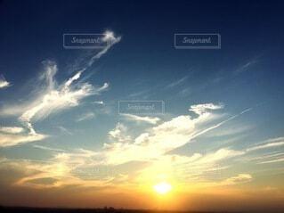 夕暮れの青空の写真・画像素材[4664739]