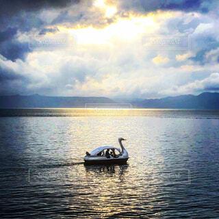 自然,風景,海,空,屋外,湖,雲,ボート,船,水面,北海道,スワン,支笏湖,くもり,千歳市