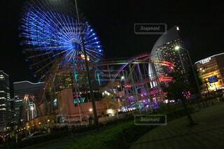 空,建物,夜,夜景,夜空,屋外,観覧車,光,都会,遊園地,高層ビル,ジェットコースター,横浜
