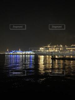 海,夜,夜景,カップル,船,水面,景色,横浜,デート