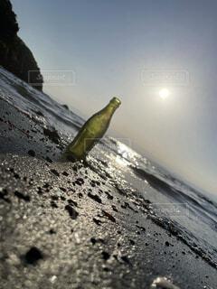 自然,海,空,夏,絶景,屋外,波打ち際,海辺,旅行,ボトル,ビン,地面,江ノ島,思い出