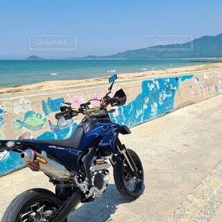 空,屋外,ビーチ,青空,砂浜,バイク,海岸,タイヤ,地面,オートバイ,車両,ヤマハ,ホイール,自動車部品,モタード