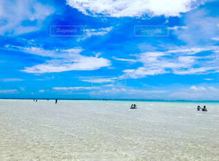 自然,風景,海,空,屋外,砂,ビーチ,雲,砂浜,水面,海岸,沖縄,鹿児島,くもり,与論島,日中,百合ヶ浜