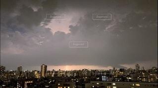 風景,空,夜景,夜空,屋外,雲,都会,高層ビル,雷,くもり,嵐,落雷