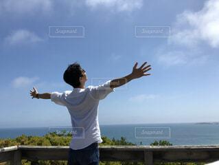 男性,海,空,屋外,雲,青空,人物,人