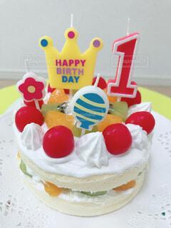 食べ物,ケーキ,屋内,女の子,クリーム,カップケーキ,キャンドル,甘い,幼児,誕生日,装飾,誕生日ケーキ,菓子,キャンディ,アイシング,デコレーションケーキ,酪農,ケーキデコレーション,シュガーケーキ