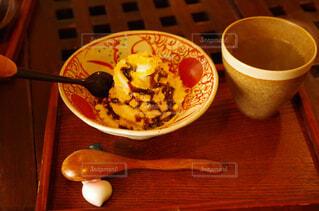 食べ物,スイーツ,コーヒー,屋内,和菓子,デザート,テーブル,おやつ,皿,食器,お菓子,カップ,和,ドリンク,木目,ファストフード,スナック,和スイーツ,ボウル,コーヒー カップ,受け皿