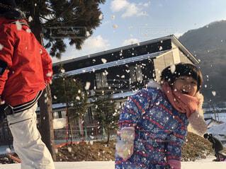 風景,空,雪,屋外,樹木,人物,雪遊び,人,幼児,孫,スノーボード,クリスマス ツリー