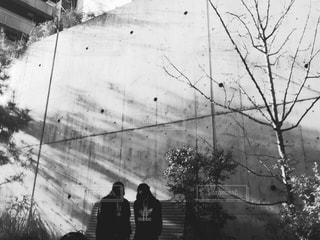雪の中に立っている男の人の写真・画像素材[780768]