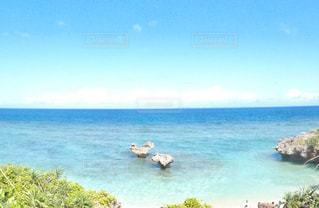 海の横にある水の体の写真・画像素材[1234314]