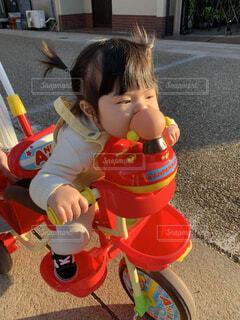子ども,風景,自転車,屋外,かわいい,少女,人物,人,赤ちゃん,顔,地面,幼児,ポートレート,若い,アンパンマン,遊び場,三輪車,前髪,グッズ,はむはむ,少し,人間の顔