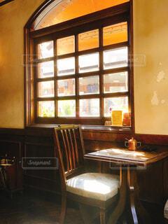 カフェ,屋内,花瓶,窓,家,椅子,テーブル,床,壁,家具,コーヒー テーブル