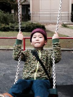 子ども,風景,公園,屋外,ブランコ,人物,人,幼児,少年,ゆらゆら,元気いっぱい,スイング