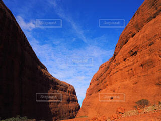 自然,風景,空,屋外,海外,雲,青空,山,岩,砂漠,オーストラリア,谷,峡谷,カタジュタ