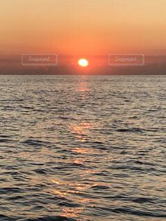 海,空,屋外,湖,太陽,ビーチ,雲,夕暮れ,水面,日の出