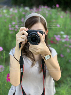 カメラ,カメラ女子,屋外,少女,樹木,人物,人