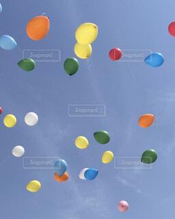 ピンク,緑,赤,白,青空,青,結婚式,風船,オレンジ,バルーン,パーティー,カラー,黄