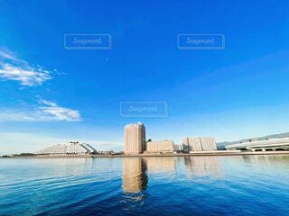 風景,海,空,屋外,湖,雲,青空,青,青い海,船,水面,高層ビル,港,高級ホテル