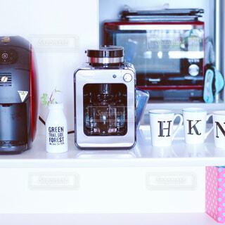 カメラ,屋内,コーヒーメーカー,ボトル,電話,電子レンジ,携帯電話,テキスト,カウンターキッチン,シロカ