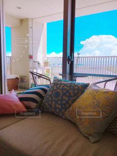 屋内,部屋,窓,家,椅子,クッション,家具,ソファ,枕,ホテル,オーシャンビュー,ベッド,スタジオソファ,ソファー・ベッド