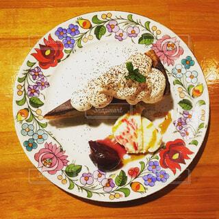 食べ物,花,ケーキ,朝食,ディナー,カラフル,デザート,フォーク,テーブル,スプーン,皿,食器,アイス,可愛い,外食,キュート,花柄,レシピ,大皿,彩り,インスタ映え