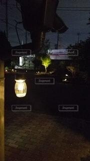 建物,夜,屋外,窓,DIY,ライト,影,光,家,樹木,イルミネーション,ライトアップ,オシャレ,100均,明るい,シャドー,街路灯