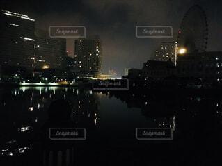 空,建物,夜,夜景,屋外,湖,暗い,水面,都市,タワー,都会,高層ビル,明るい