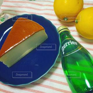 チーズケーキとペリエ - No.906816