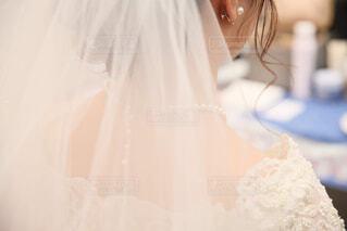 ケーキ,アクセサリー,屋内,結婚式,花嫁衣装,花嫁,人物,人,ウェディングドレス,ジューンブライド,ウェディングベール,ブライダルベール