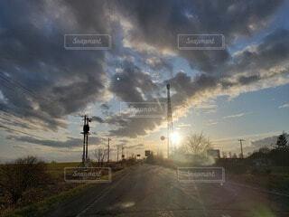 空,夕日,雲,夕方,北海道,大地,道,夕陽,一本道,別海町