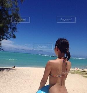 風景,海,空,夏,屋外,海外,ビーチ,水着,水面,人物,人,旅行,地面,ハワイ,夏休み,休暇,ボード