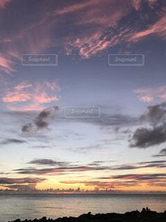 自然,風景,海,空,夕日,屋外,太陽,雲,夕暮れ,オレンジ,旅行,青春,思い出,残光