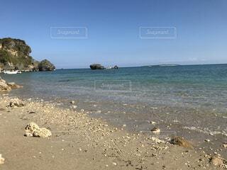 自然,風景,海,空,屋外,湖,ビーチ,砂浜,白い砂,波打ち際,波,水面,海岸,沖縄,旅行,地面,夏休み,バカンス,小石,メモリー,海洋地形