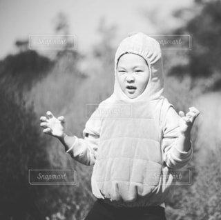 子ども,風景,屋外,黒,景色,人物,人,笑顔,赤ちゃん,幼児,黒と白,人間の顔