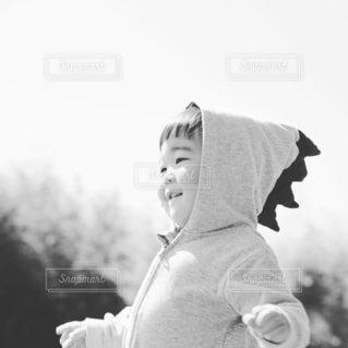 子ども,風景,空,屋外,人物,人,赤ちゃん,幼児,黒と白,人間の顔