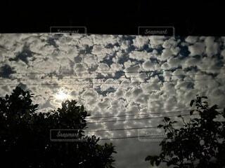 台風接近間近の夜空の写真・画像素材[4765880]