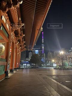 夜に明るくした街の写真・画像素材[4482487]