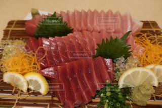食べ物,屋内,料理,刺身,魚介類,付け合わせ