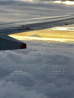 空,富士山,屋外,雲,夕焼け,飛行機,飛ぶ,空気,くもり,フライト,空の旅,航空,車両