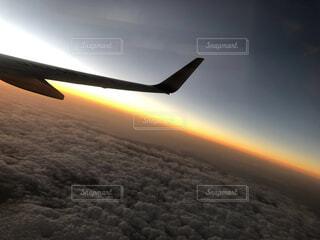 空,屋外,雲,夕焼け,夕暮れ,飛行機,飛ぶ,夕陽