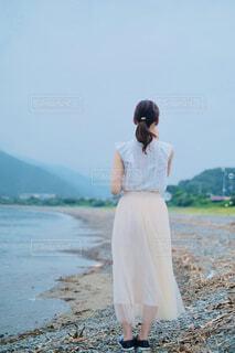 浜辺でシャボン玉の写真・画像素材[4483151]