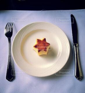 食べ物,カフェ,フォーク,スプーン,皿,食器,調理器具,大皿,スター,ワイングラス,映え,銀食器,受け皿,テーブルナイフ,家庭用銀