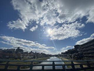 鴨川の風景と雲がとっても綺麗でしたの写真・画像素材[4526792]