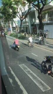 自転車,屋外,海外,車,道路,景色,日常,バス,ベトナム,暮らし,通り,オートバイ,車両,ホイール,陸上車両