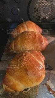 食べ物,屋内,パン,デザート,お菓子,肉,ロールパン,手作り,オーブン,菓子,ファストフード,パン作り,ペストリー,おうち時間,焼き上がり,塩バターロール