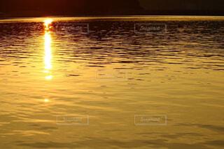 海に沈む夕日の写真・画像素材[4485475]