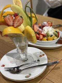 食べ物,屋内,デザート,フォーク,テーブル,果物,皿,食器,レモン,調理器具,ファストフード,大皿