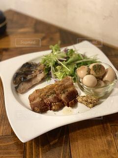 食べ物,食事,ディナー,屋内,テーブル,野菜,皿,レストラン